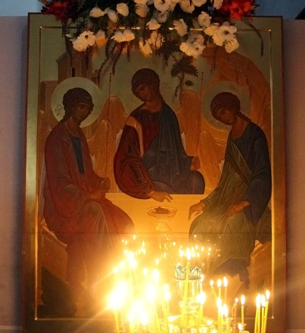 В воскресенье 19 июня 2016 года в Свято-Никольском храме станицы Кавказской прошло торжественное богослужение в праздник Святой Троицы
