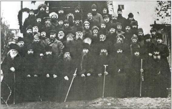 Группа священнослужителей — заключенных СЛОНа. Фото середины 1920-х годов
