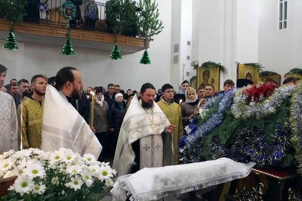 В Свято-Никольском храме станицы Кавказской прошла праздничная Рождественская служба