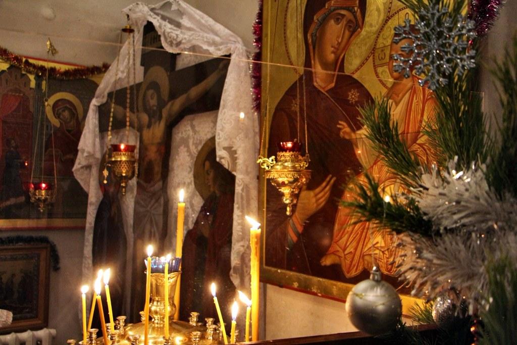 Шестого января 2020 года, с 2030 в Свято-Никольском храме станицы Кавказской прошла праздничная Рождественская служба