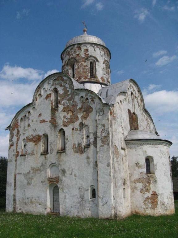 Церковь святителя Нико́лы на Липне в Новгородской области